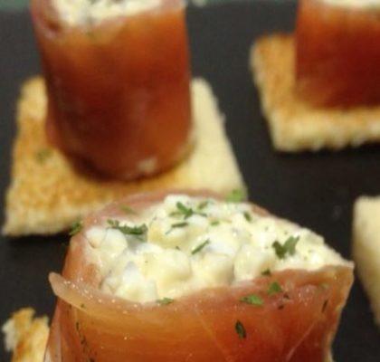 Rollitos de salmón con gulas y atún