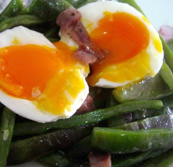 Judías verdes con huevo y anchoas