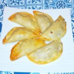 Empanadillas de atún claro con cebolla caramelizada y nueces