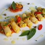 Ensalada de pasta rellena de mejillones