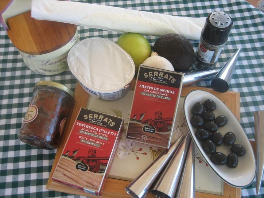 Ingredientes para el canapé de hojaldre, aguacate, ventresca y anchoas