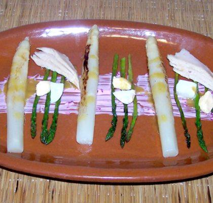 Tapa de espárragos con ventresca y vinagreta