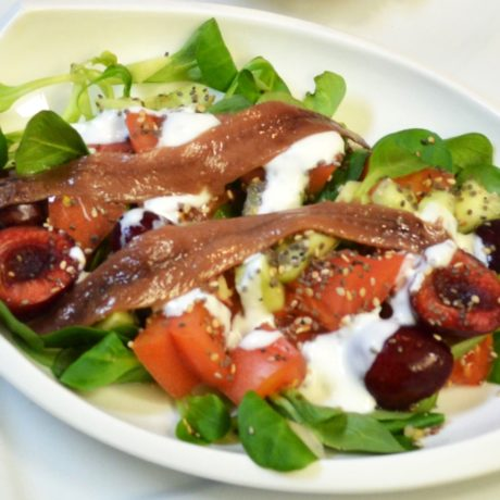 Ensalada con cerezas y anchoas