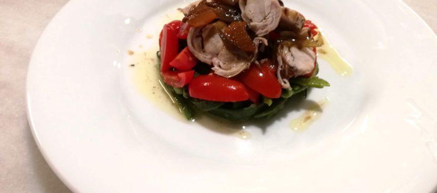 Ensalada de judías verdes y anchoa, con mozzarella, membrillo y aceite de piñones