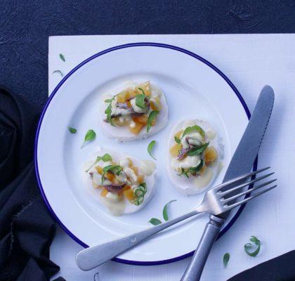 Ensalada de mozzarella con anchoas y nectarina