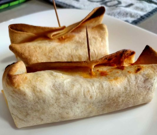 Burritos de atún al horno