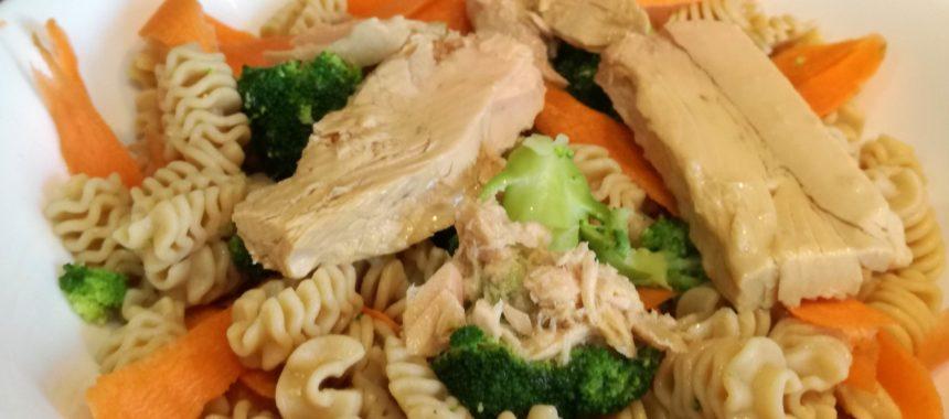 Ensalada de pasta integral con verduras y Bonito del Norte