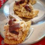 Totopos (nachos) de maíz con ensaladilla