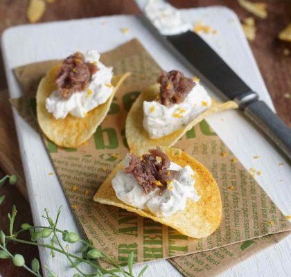 Canapé de patatas con queso y anchoa