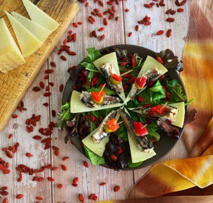 Ensalada de sardinillas con queso