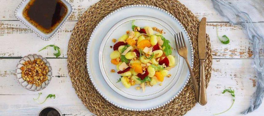Ensalada de ñoquis con mandarina, remolacha y bonito del Norte