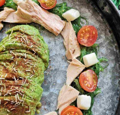Ensalada de algas wakame, Bonito del Norte, tomates cherry y aguacate,