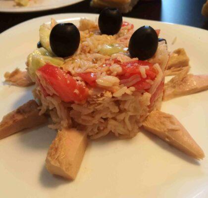 Ensalada de arroz en forma de monstruo