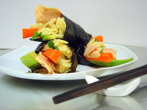 Sushi temaki de orzo con ventresca