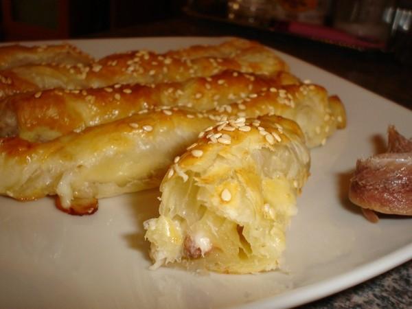Bastoncillos de anchoas con queso y sésamo