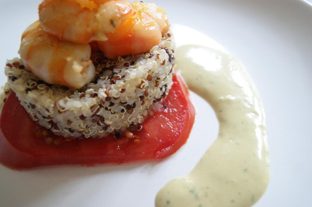 Ensalada 3 quinoas y gambas con mahonesa de anchoas Serrats