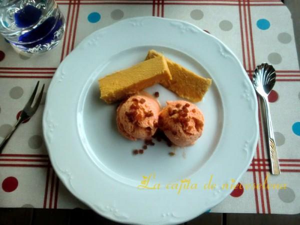 helado de salmorejo con atún y crujiente de ibérico