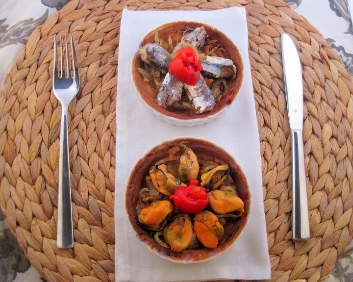 Mini Tartaletas con cebolla pochada y Conservas Serrats
