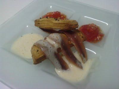 Bocadillo de anchoas, queso y tomate