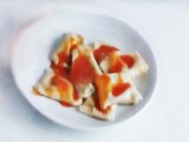 Pasta fresca rellena de bonito del norte y pimientos del piquillo con salsa de tomate