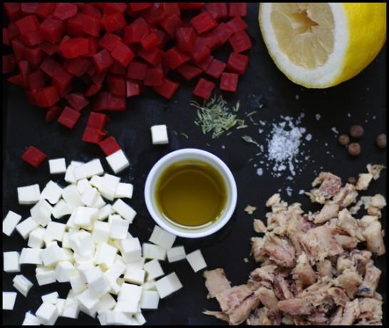 Sardinillas de Conservas Serrats, queso y remolacha en cubitos para la ensalada