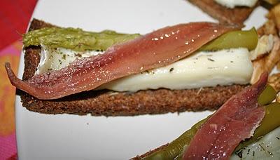 Tapa templada de anchoas