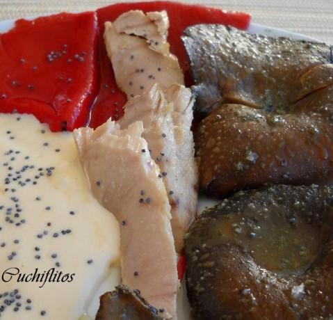 Zoom de ventresca de bonito de Conservas Serrats con ajazeite y pimientos del piquillo