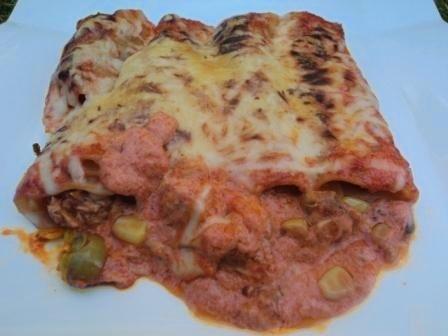 Canelones de cogote de Bonito con romesco y salsa piquillo