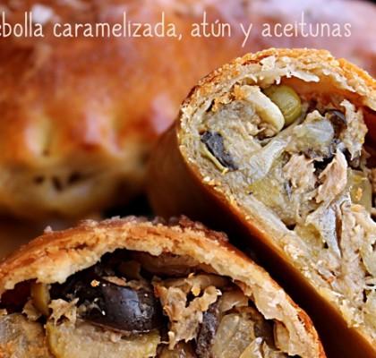 Empanadillas de cebolla caramelizada, bonito del norte y aceitunas