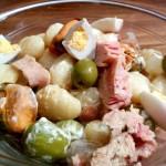 Ensalada de gnocchi con atún y mejillones