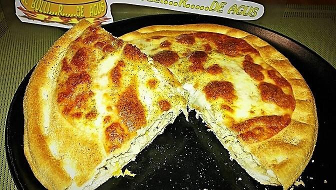 «Foccapizza» (focaccia + pizza) de bonito en escabeche