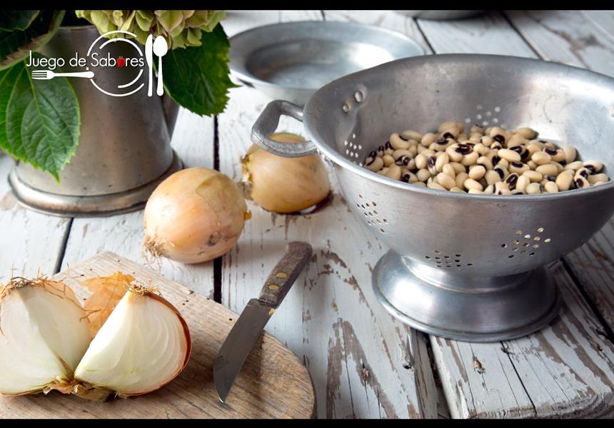 Fréjoles y cebollas
