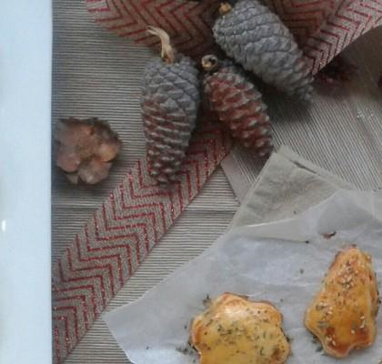 Canapés navideños: Hojaldrillos de bonito y piquillos, y anchoas y roquefort