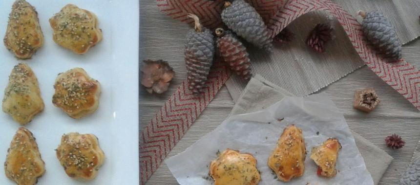Canapés navideños: Hojaldrillos de bonito y piquillos, y de anchoas y roquefort