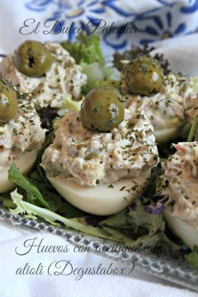 Huevos rellenos de atún y aceitunas al alioli