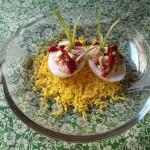 Huevos rellenos de bonito y aguacate