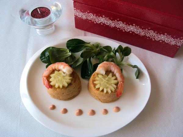 Mini flanes de atún y gambas con salsa rosa