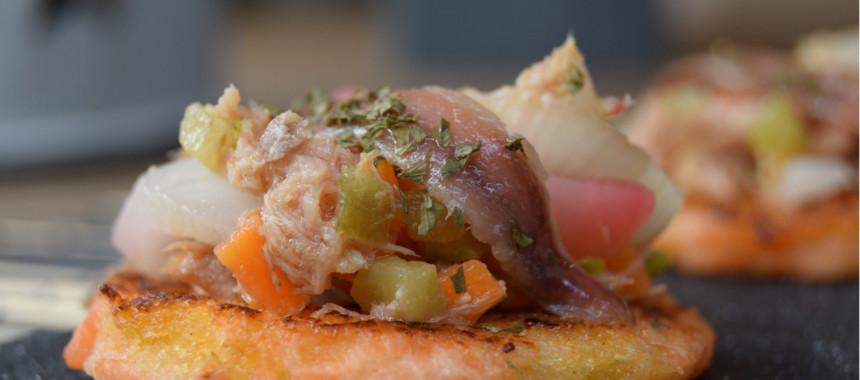 Canapés de Navidad: Mini torrija de anchoa