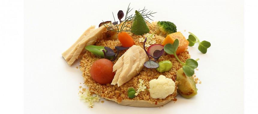 """Mousse de cogote de bonito del norte """"Serrats"""", tierra de cebolla y frutos variados"""