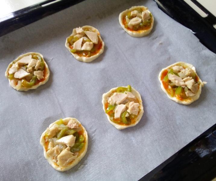 Tartaletas de Bonito del Norte y Gorgonzola, rellenas y preparadas para hornear