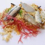 Receta de sardinillas y boquerones sobre sésamo y algas