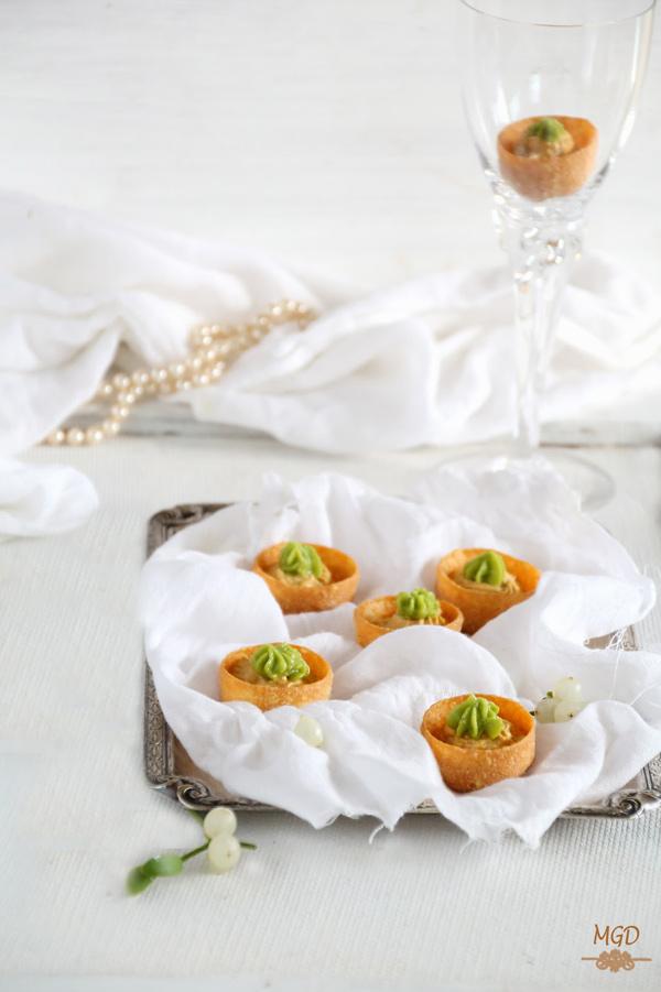 Tartaletas de crema de mejillones con guacamole