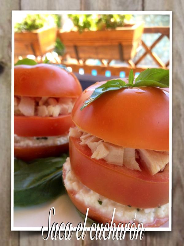 Tomates rellenos de atún y queso