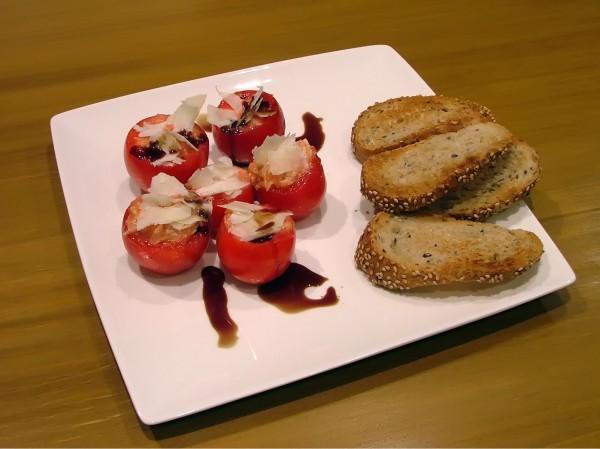 Resultado final de los tomatitos rellenos con Bonito del Norte e Idiazabal