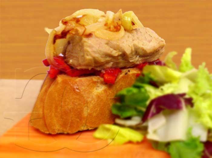 Tosta de Ventresca con Pimiento Asado y Cebolla Caramelizada