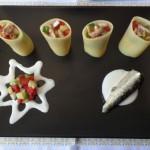 Vasitos de pasta rellenos de sardinillas, con salsa de yogur