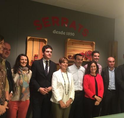 Autoridades de Gobierno Vasco, Bizkaia y Bermeo han visitado las instalaciones de Conservas Serrats en su 125 aniversario